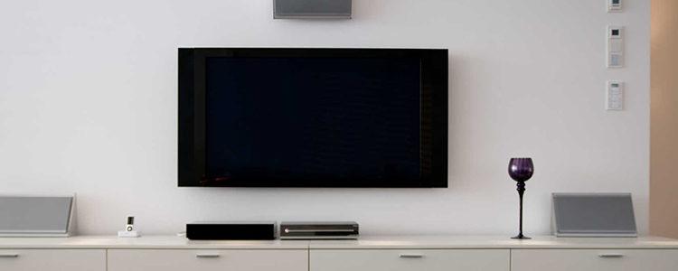 composition murale tv conseils int grer votre cran. Black Bedroom Furniture Sets. Home Design Ideas